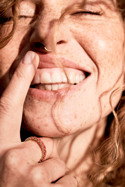 So sieht eine unsichtbare Zahnschiene von DrSmile im Zahnarztzentrum Dres Siecaup aus