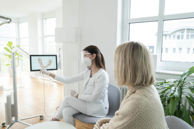 Beratung und Vorteile bei der Aligner Therapie
